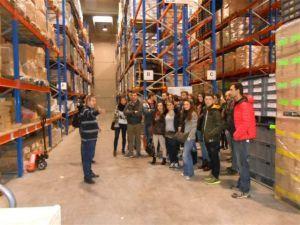 Estudiantes en Almacén de disitribución